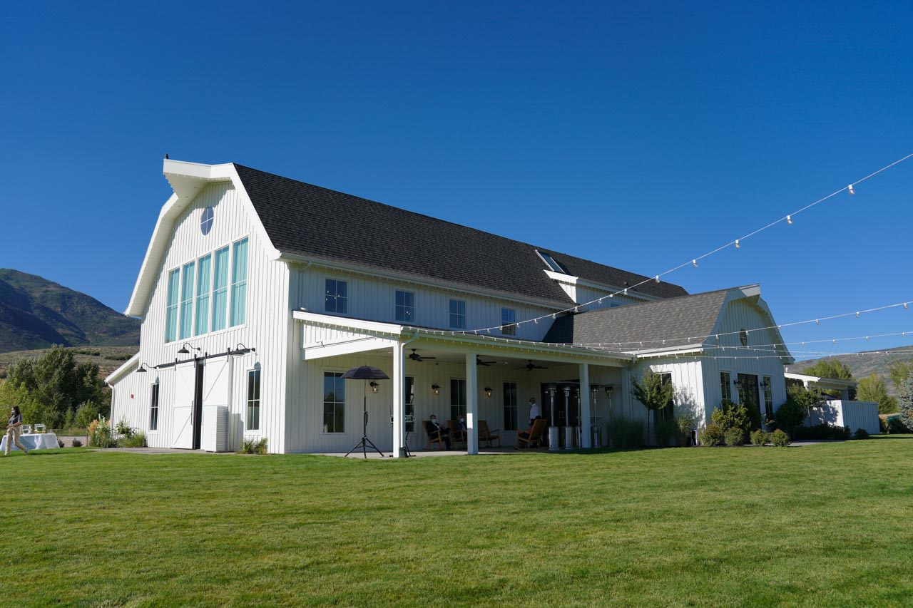 River Bottoms Ranch wedding barn on a bright sunny day.